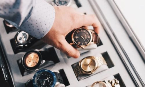 Some Benefits of Choosing a Wooden Watch Winder Safe Box